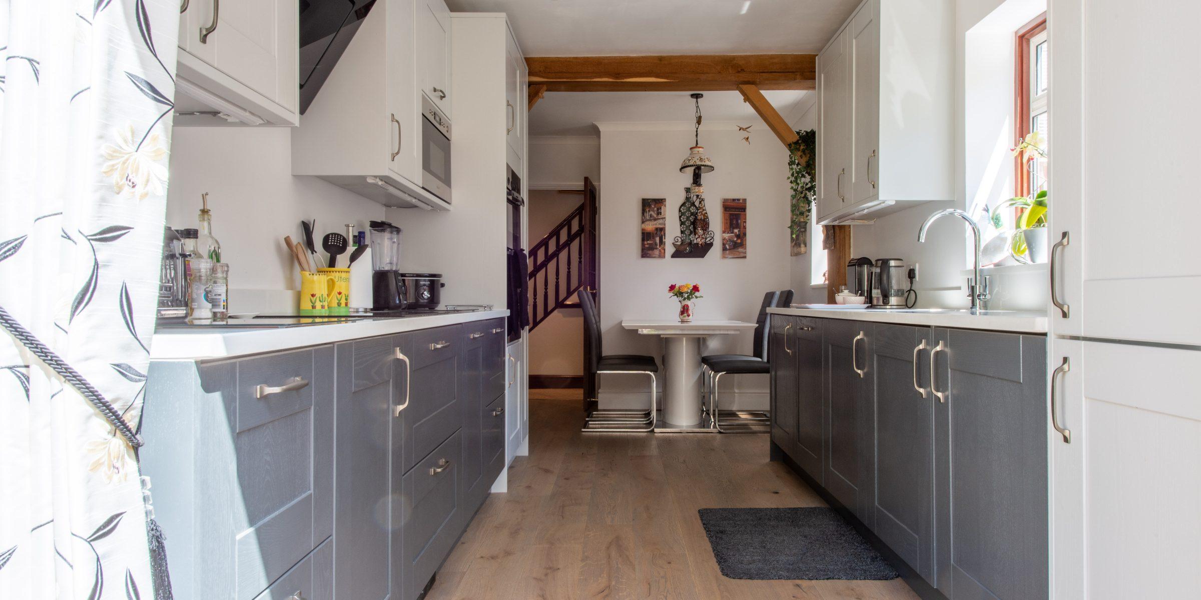 Deco frozen umber knaphill kitchen 1