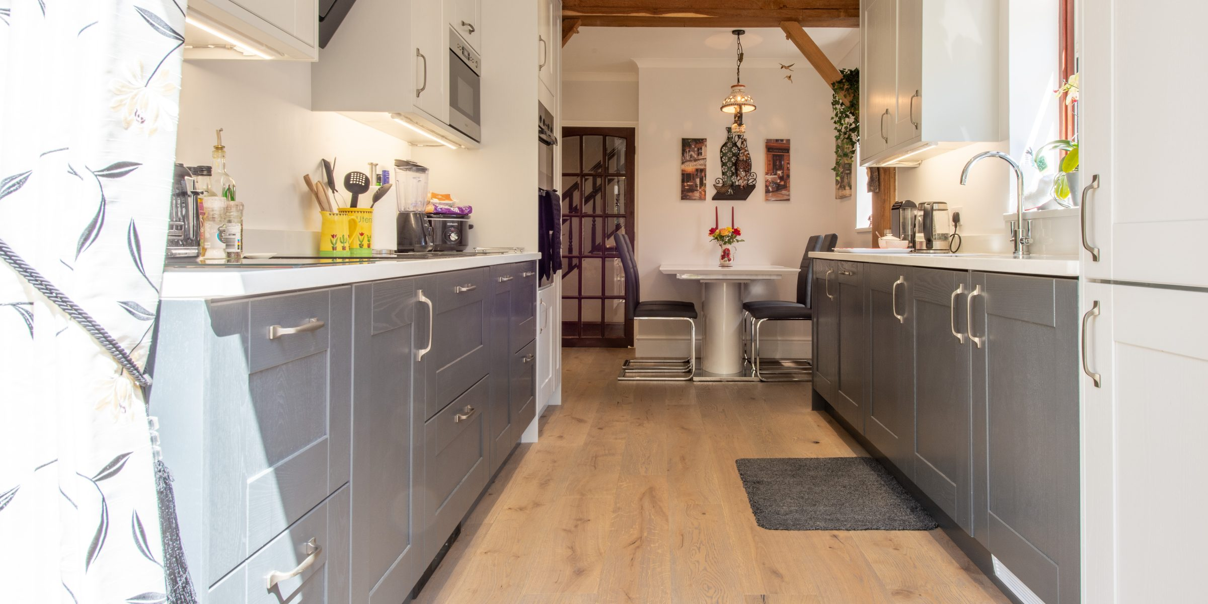 Deco frozen umber knaphill kitchen 3