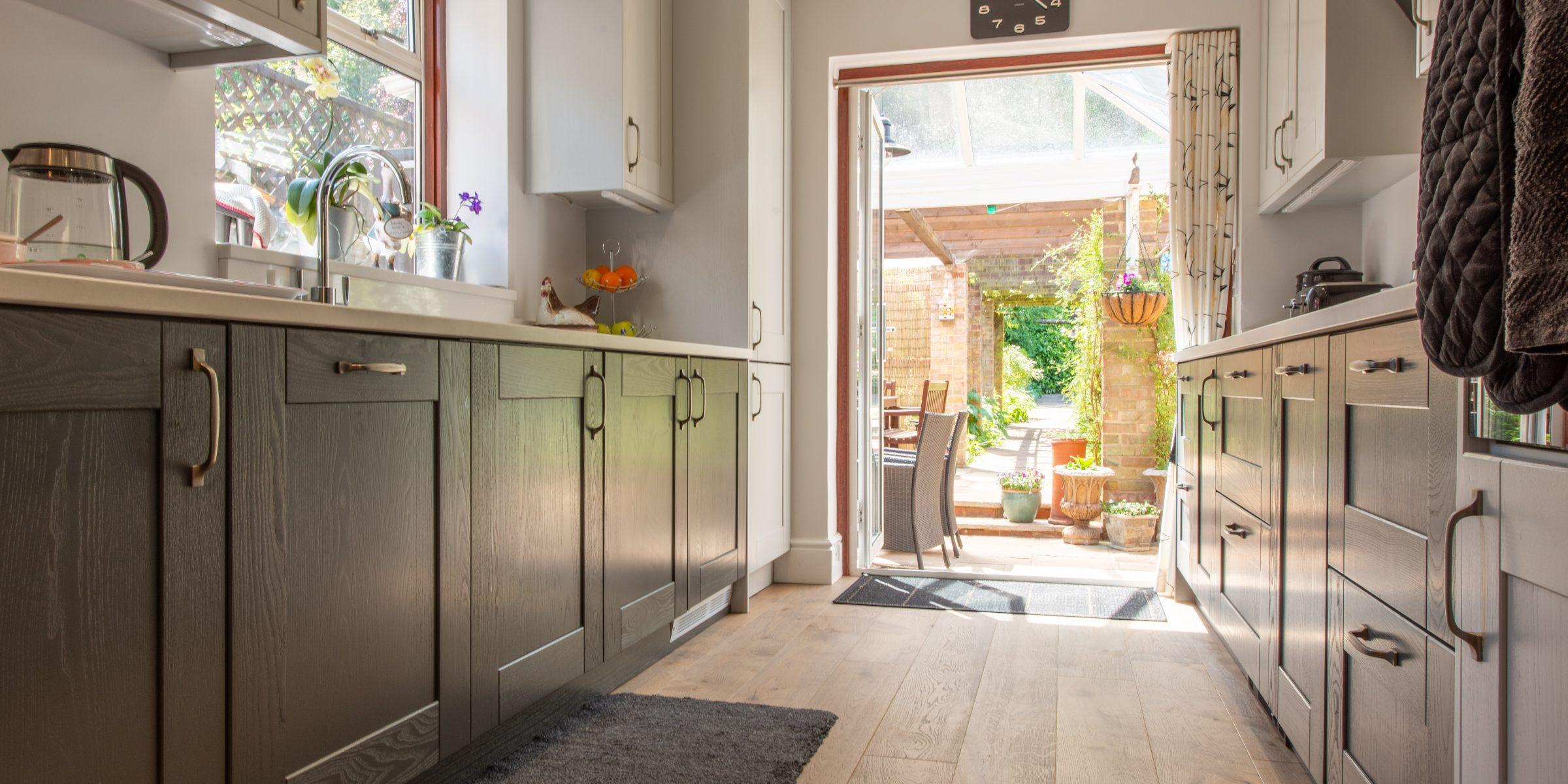 Deco frozen umber knaphill kitchen 5